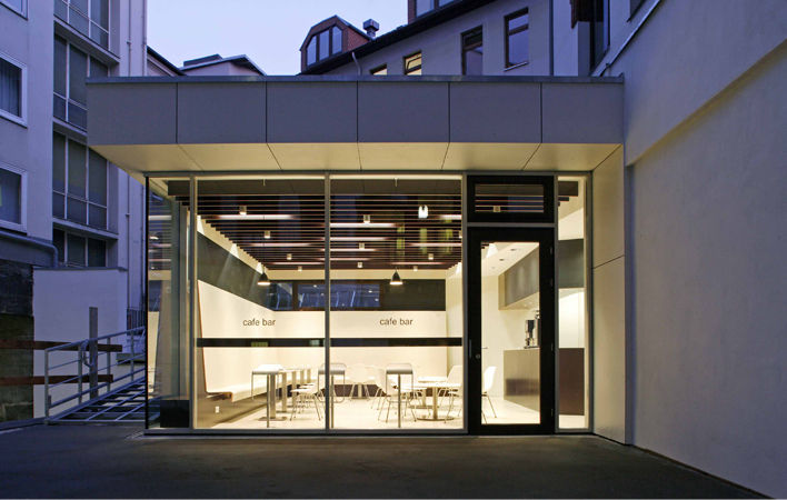 Café des Akademiehauses (außenansicht/Dämmerung) der Dr. Buhmann Schule & Akademie in Hannover