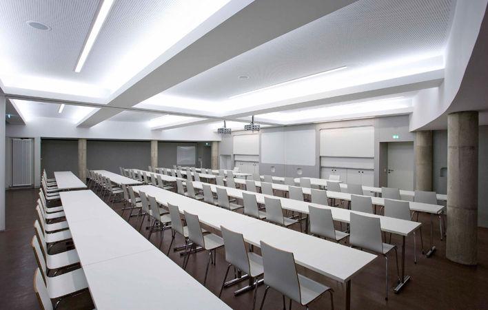 Hörsaal für ca. 80 Personen im Akademiehaus der Dr. Buhmann Schule & Akademie in Hannover
