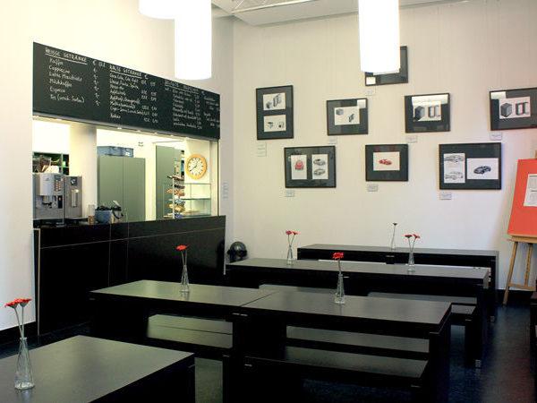 Blick in die Cafeteria der Dr. Buhmann Schule & Akademie in Hannover, Prinzenstrasse ohne Publikum