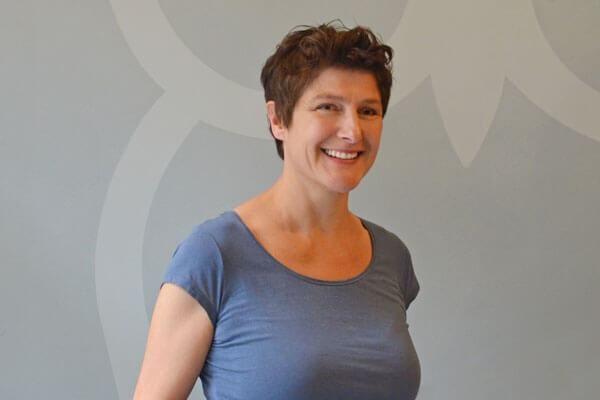 Porträtaufnahme von Ina-Maria Carli, Schulzweigkoordinatorin Gestaltungstechnische Assistenten und Bachelor Design