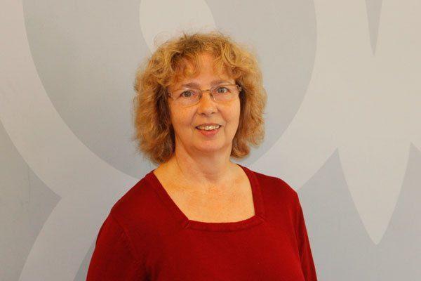 Porträtaufnahme von Claudia Klose, Sachbearbeiterin im Schulsekretariat