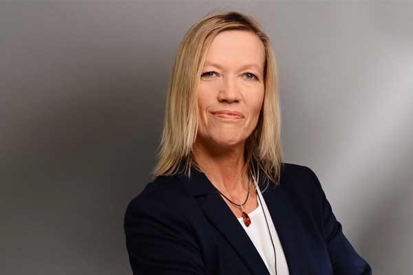 Porträtaufnahme von Petra Walldorf, Schulzweigkoordinatorin Fachoberschule Wirtschaft