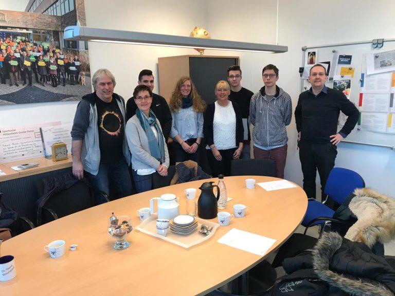 Gruppenfoto der Informatiokschüler mit Lehrer Wilfried Bodenstein