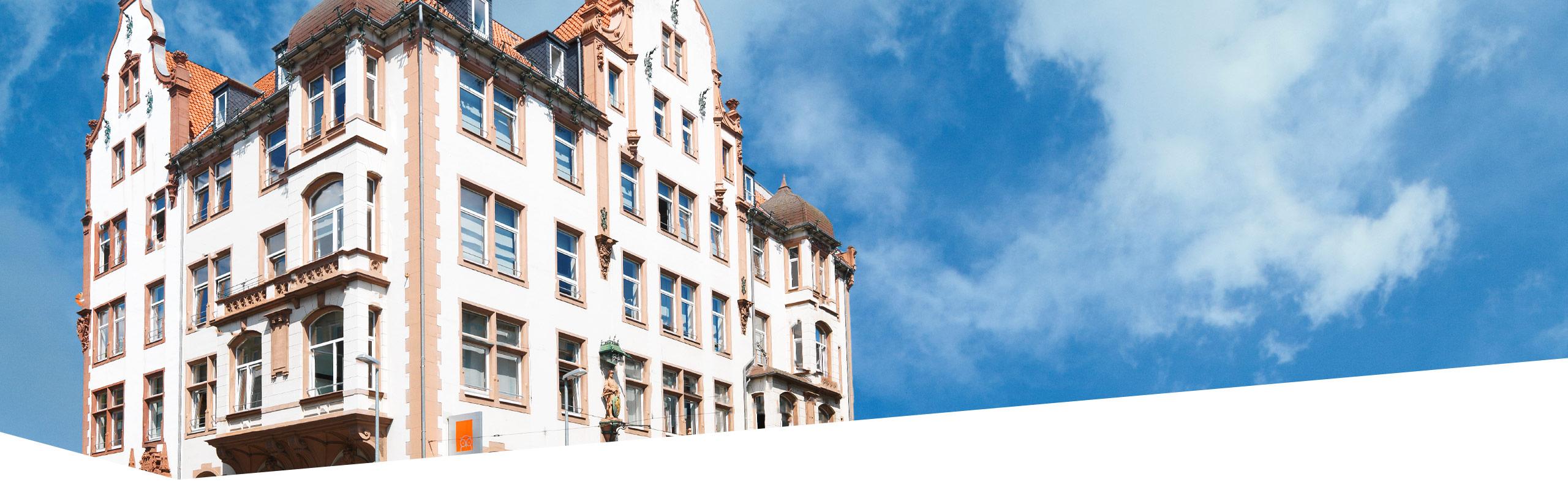 Außenansicht des Schulhauses der Dr. Buhmann Schule & Akademie in Hannover