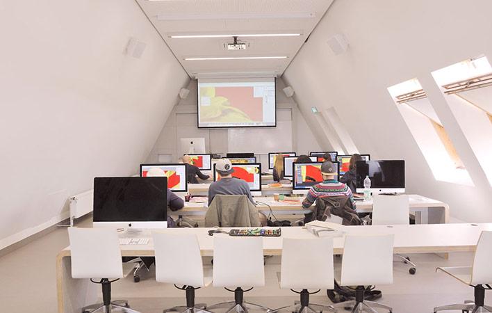 Mac-Arbeitsraum im Akademiehaus der Dr. Buhmann Schule & Akademie in Hannover