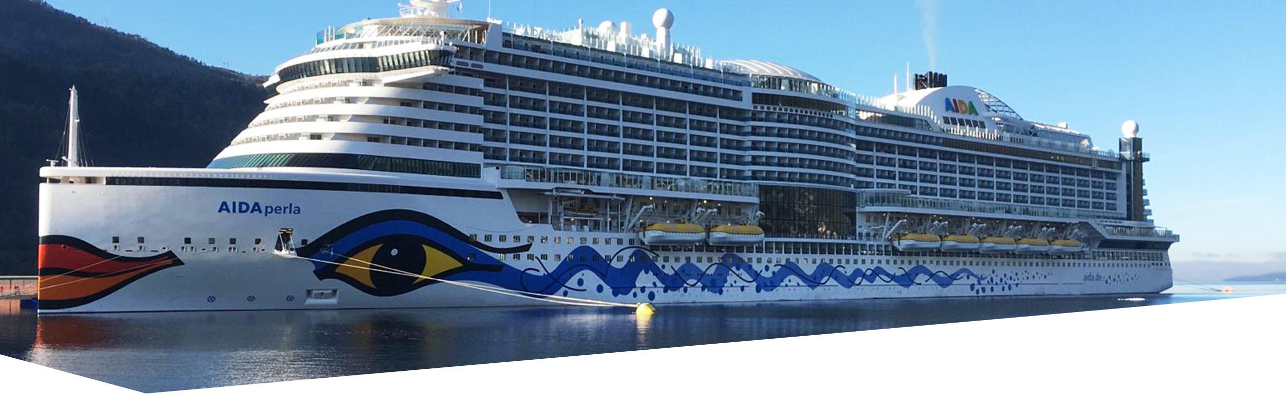 Bild des Schiffs AIDAperla, auf dem der Abschlussjahrgang der Eventmanagement-Studierenden eine Exkursion gemacht hat