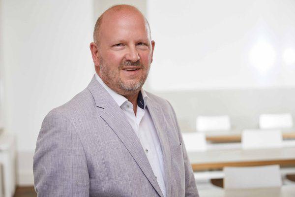 Porträtaufnahme von Dr. Andreas Henning